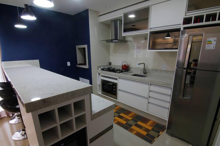Cozinha: Armários e bancadas de cozinha  por Janete Krueger Arquitetura e Design
