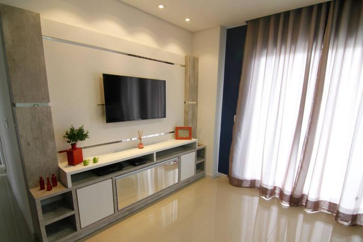 Painel sala de estar: Salas de estar  por Janete Krueger Arquitetura e Design