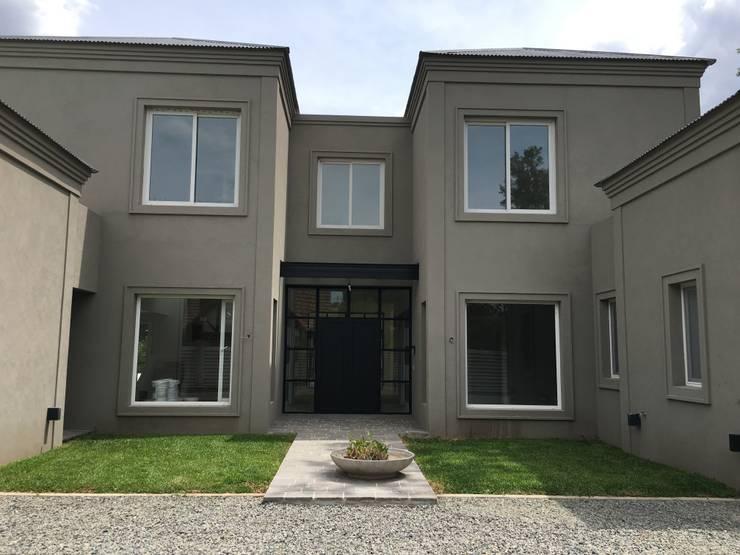 Casas unifamiliares de estilo  por Estudio Dillon Terzaghi Arquitectura - Pilar