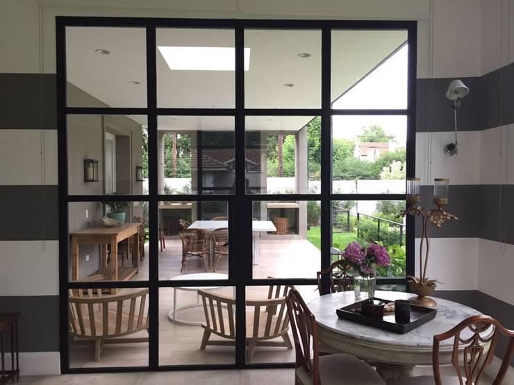 CASA TORTUGAS CC: Jardines de invierno de estilo  por Estudio Dillon Terzaghi Arquitectura - Pilar,Clásico Hierro/Acero