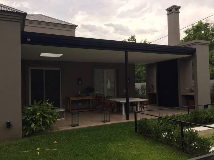 Diseño y Construcción de Casa en Tortugas CC por Estudio Dillon Terzaghi Arquitectura: Casas unifamiliares de estilo  por Estudio Dillon Terzaghi Arquitectura - Pilar,Clásico