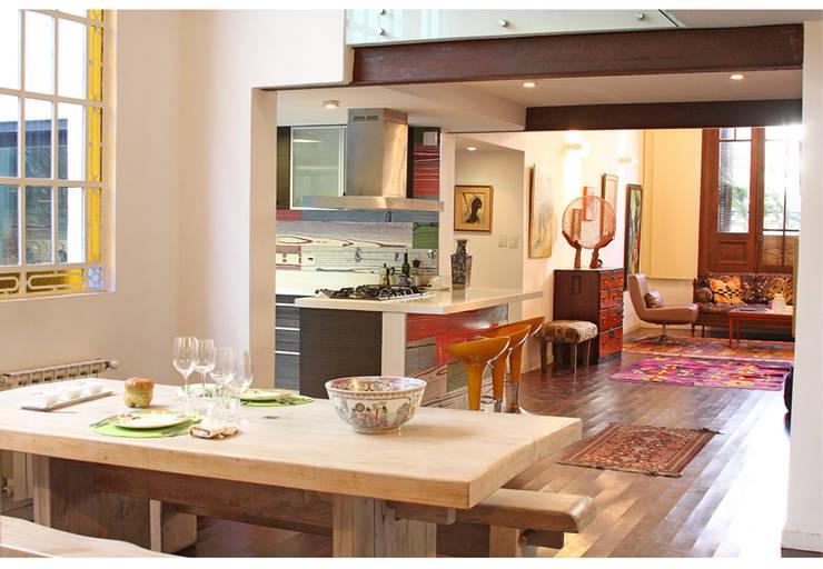 Casa Gold: Comedores de estilo  por MINUÉ Arquitectura