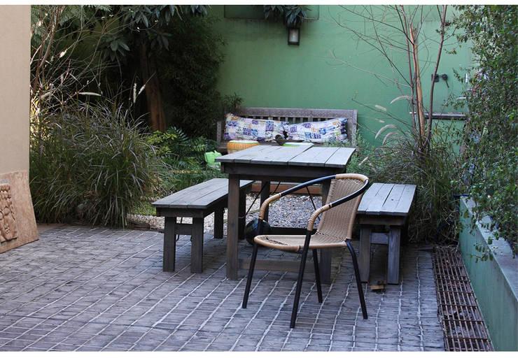 Casa Gold: Jardines de estilo asiático por MINUÉ Arquitectura