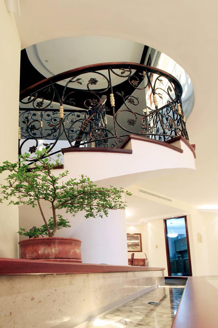 Detalle escalera de Arq Renny Molina Clásico