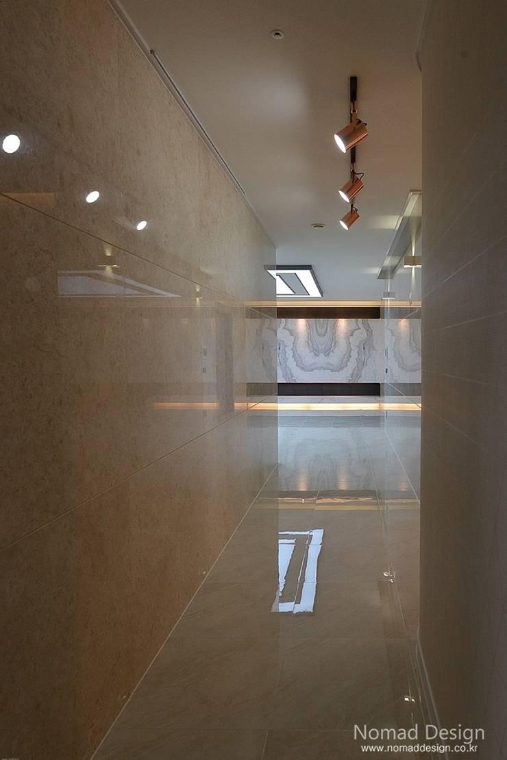66평 엘크루블루오션 – 부산: 노마드디자인 / Nomad design의  복도 & 현관