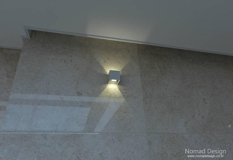 66평 엘크루블루오션 – 부산: 노마드디자인 / Nomad design의  벽 & 바닥