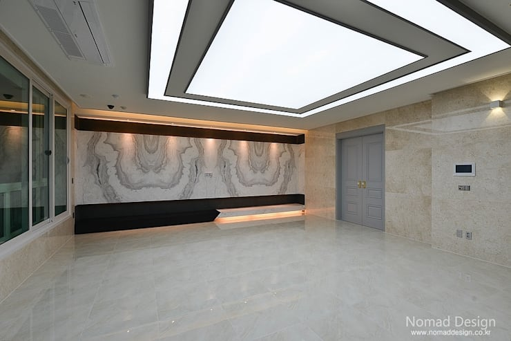 66평 엘크루블루오션 – 부산: 노마드디자인 / Nomad design의  거실