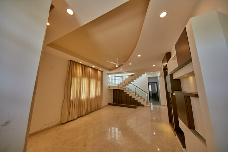 Open hall area with wall storage :  Corridor & hallway by NVT Quality Build solution