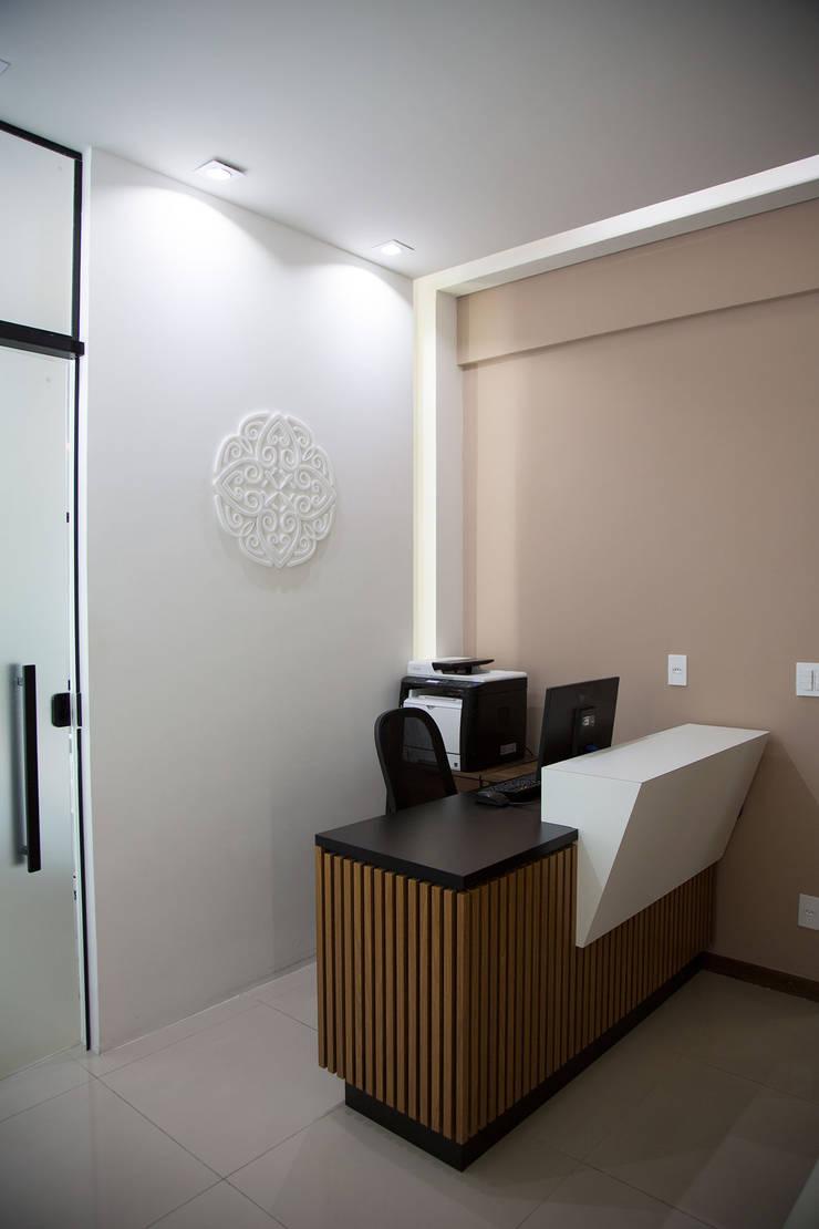 modern Study/office by Mutabile