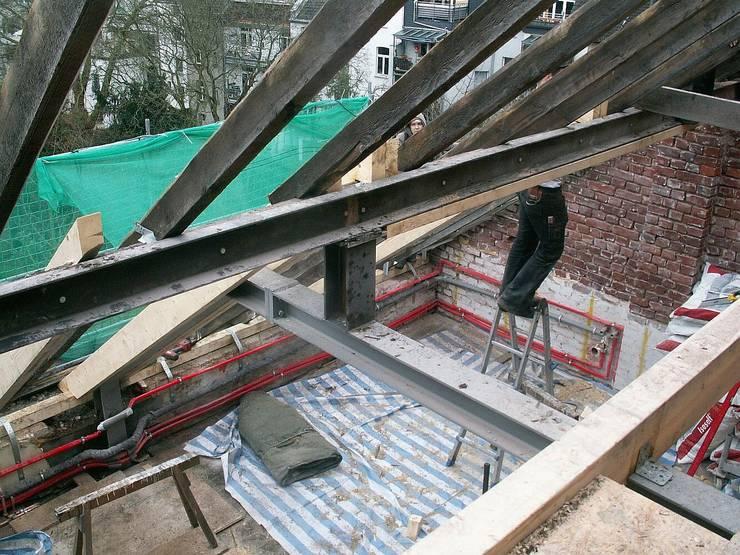 Bauphase Dachgeschoss im Denkmal:   von schüller.innenarchitektur