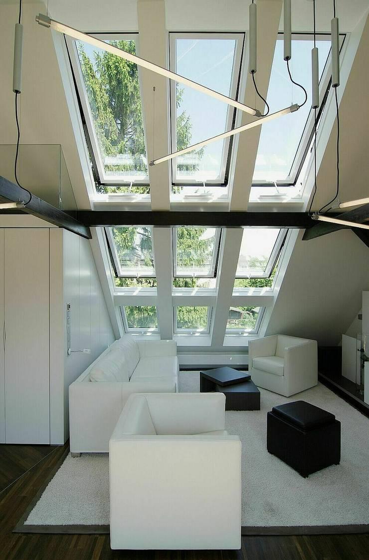 neu eingesetzte Fenster:  Wohnzimmer von schüller.innenarchitektur