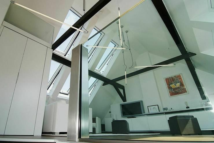 Treppenaufgang:  Wohnzimmer von schüller.innenarchitektur