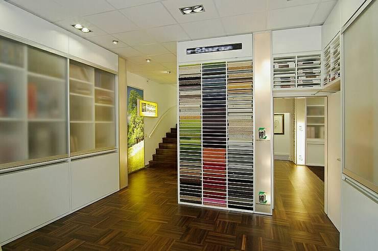 Eingangsbereich:  Geschäftsräume & Stores von schüller.innenarchitektur