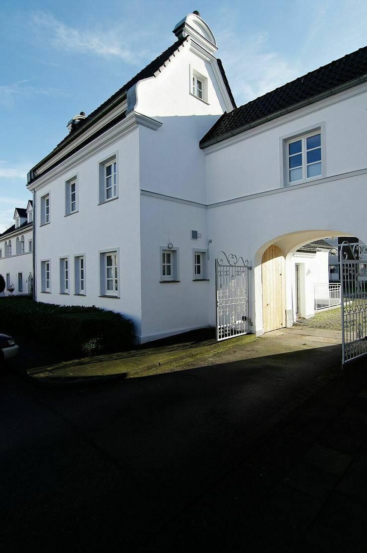 Außenansicht der ursprünglichen Verwaltung:  Mehrfamilienhaus von schüller.innenarchitektur