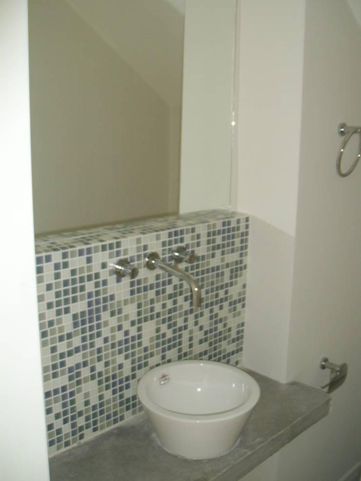 Casa Chenaut - Toilette: Baños de estilo  por NG Estudio,Moderno Cerámico