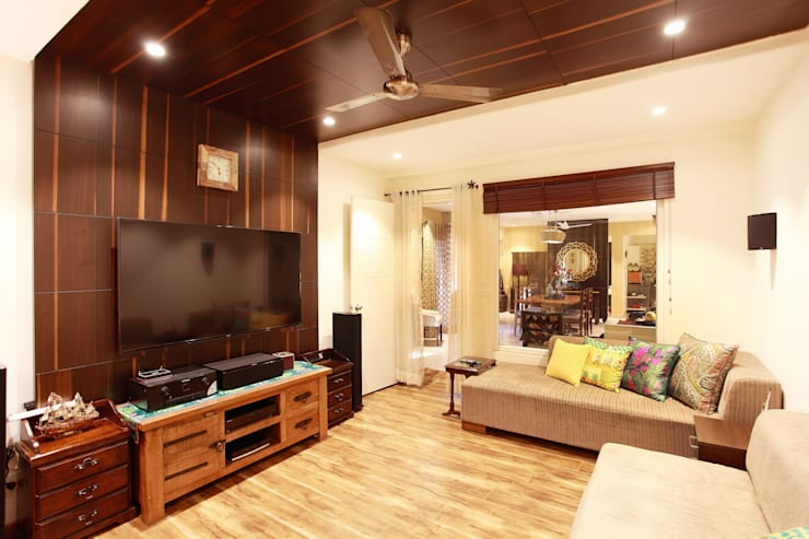Lotus Apartment:  Media room by Saloni Narayankar Interiors