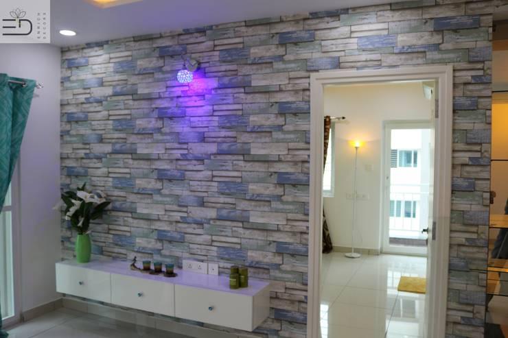Informal Living TV Unit:  Living room by Enrich Interiors & Decors