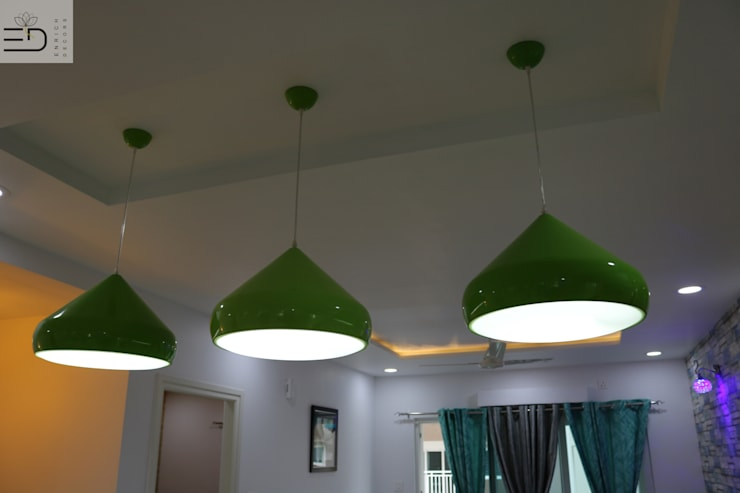 Decorative Hanging Lights:  Dining room by Enrich Interiors & Decors