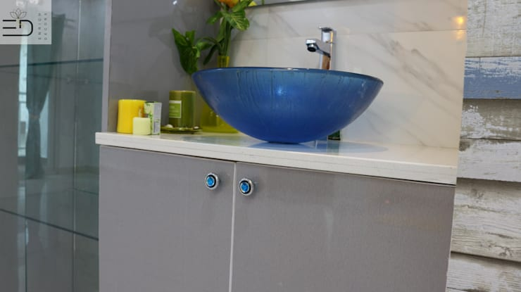 Handwash  Counter Storage:  Dining room by Enrich Interiors & Decors