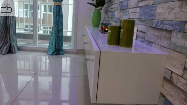 TV unit:  Living room by Enrich Interiors & Decors