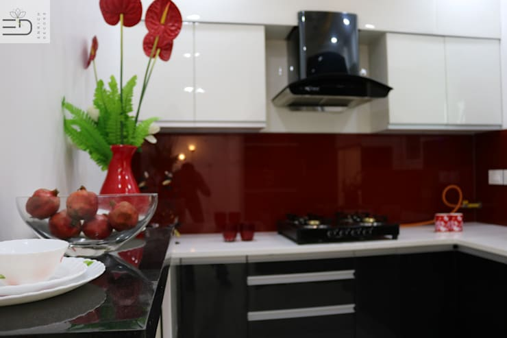 Modular Kitchen  - Hand crafted Kitchen using Traditional Method by Carpenter:  Kitchen units by Enrich Interiors & Decors