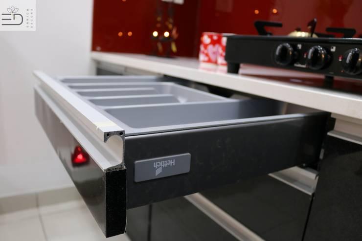 Hettich Tandem Storage Drawers:  Kitchen by Enrich Interiors & Decors