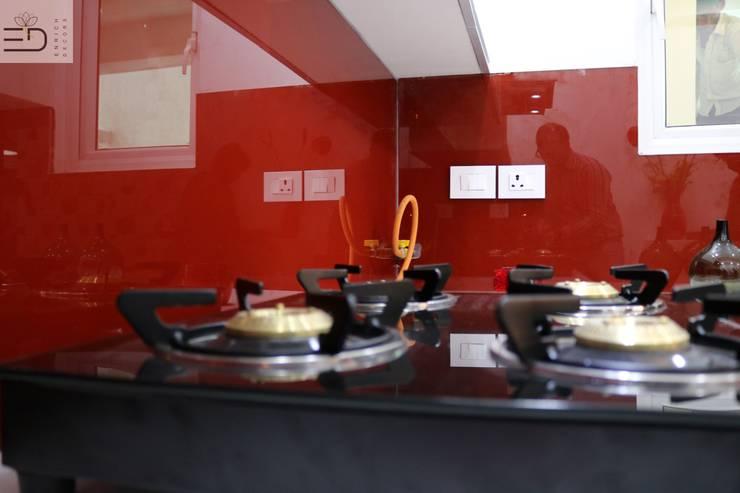 Backsplash Toughned Glass:  Kitchen units by Enrich Interiors & Decors