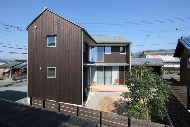 南面外観: 芦田成人建築設計事務所が手掛けた家です。
