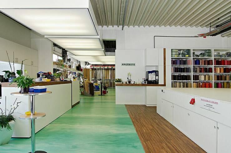Werkstatt und Verkauf:  Geschäftsräume & Stores von schüller.innenarchitektur