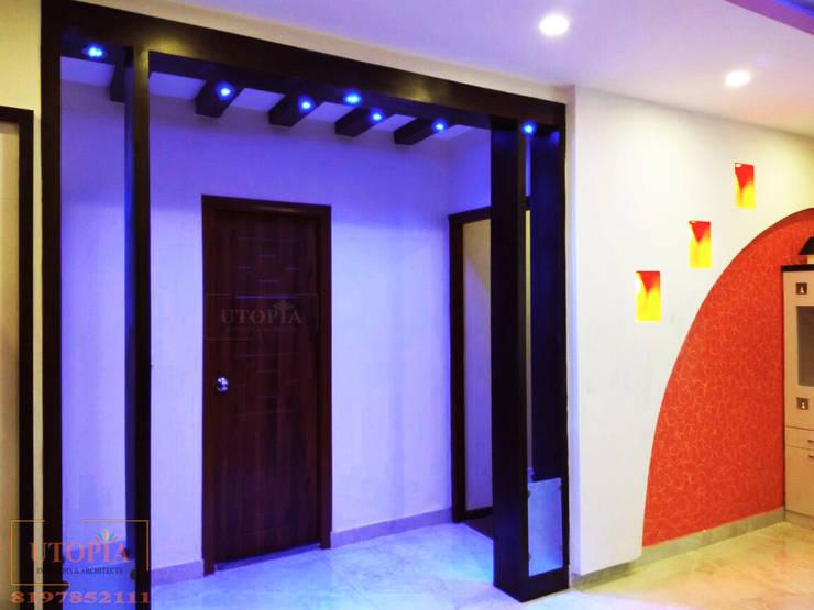 Room Partition design:  Corridor & hallway by Utopia Interiors & Architect,Modern