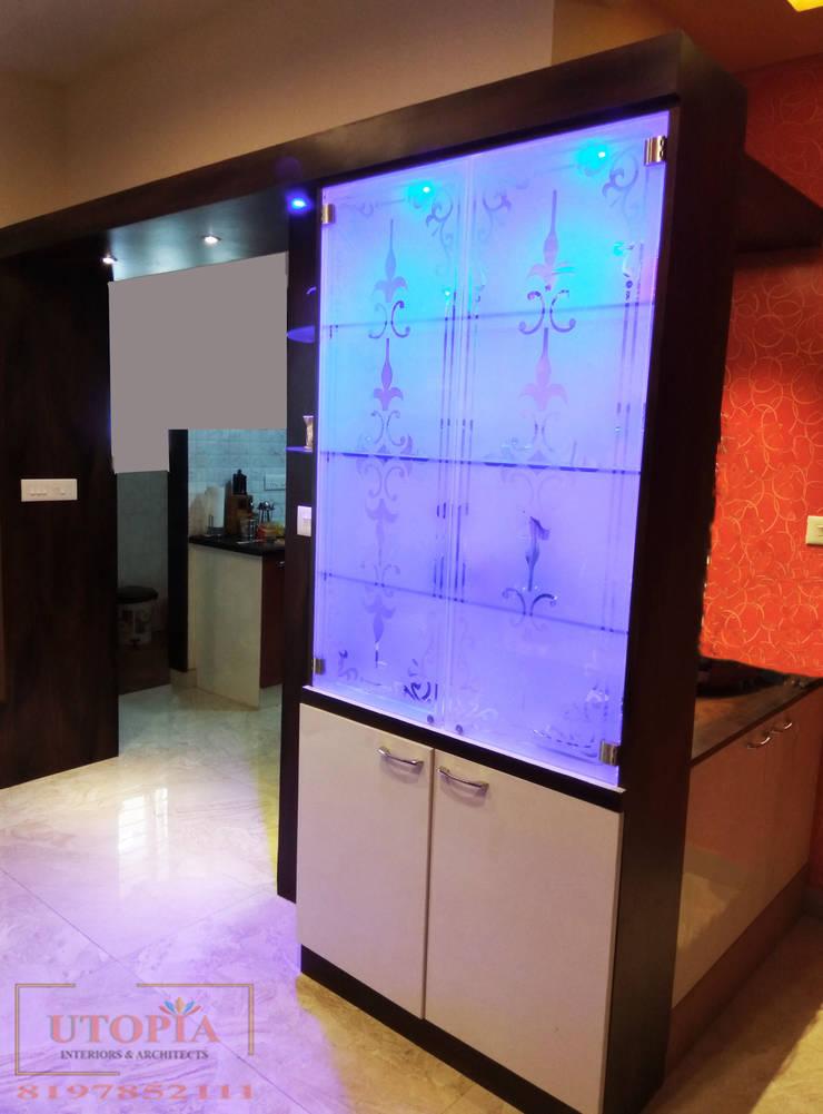 Crockery Unit:  Dining room by Utopia Interiors & Architect,Modern