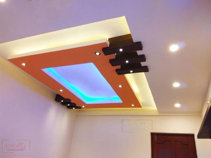 Modern False ceiling:  Bedroom by Utopia Interiors & Architect,Modern
