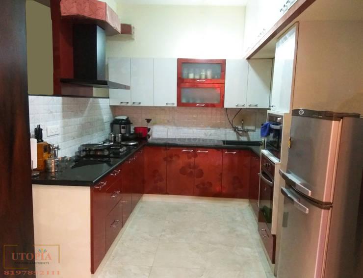 Modular Kitchen :  Kitchen by Utopia Interiors & Architect,Modern