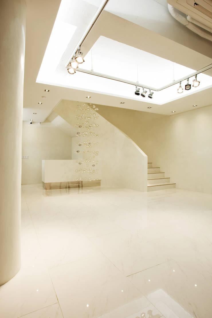 Digital Studio 2L: 바나나피쉬의  계단,