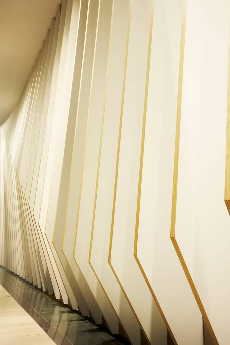 용산 연세밝은미소 치과: 바나나피쉬의  계단,