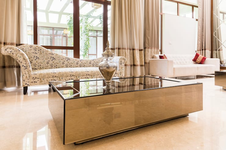 Center table mirror finish: modern Living room by NVT Quality Build solution