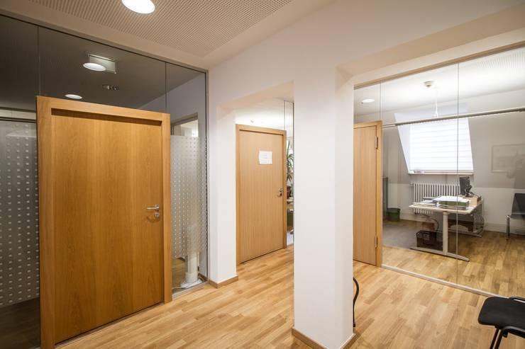Büros, Eingangsbereich:  Bürogebäude von Fiedler + Partner