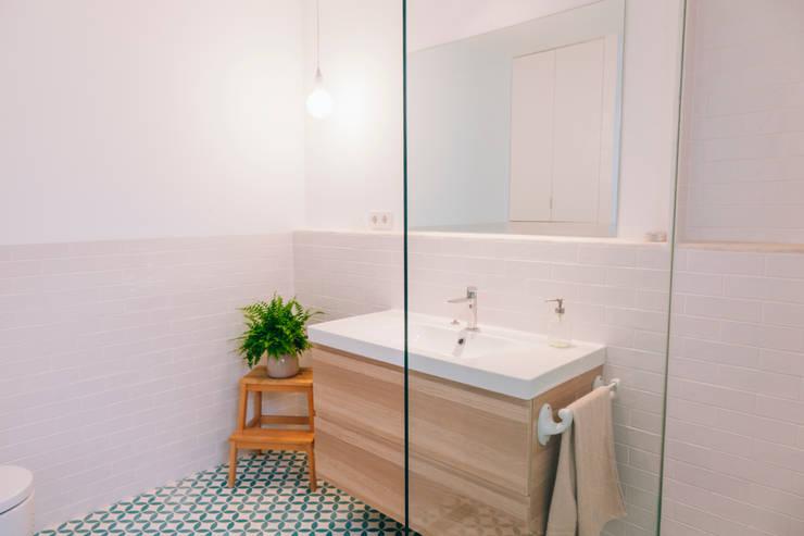 浴室 by Oslätt