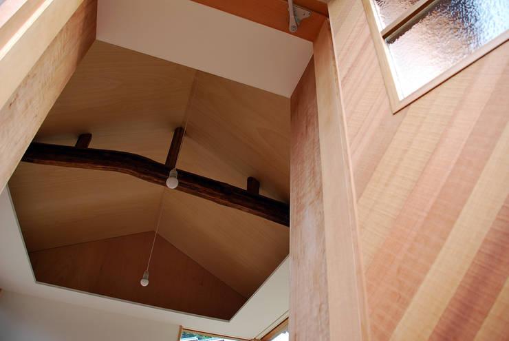 走廊 & 玄關 by 丸菱建築計画事務所 MALUBISHI ARCHITECTS