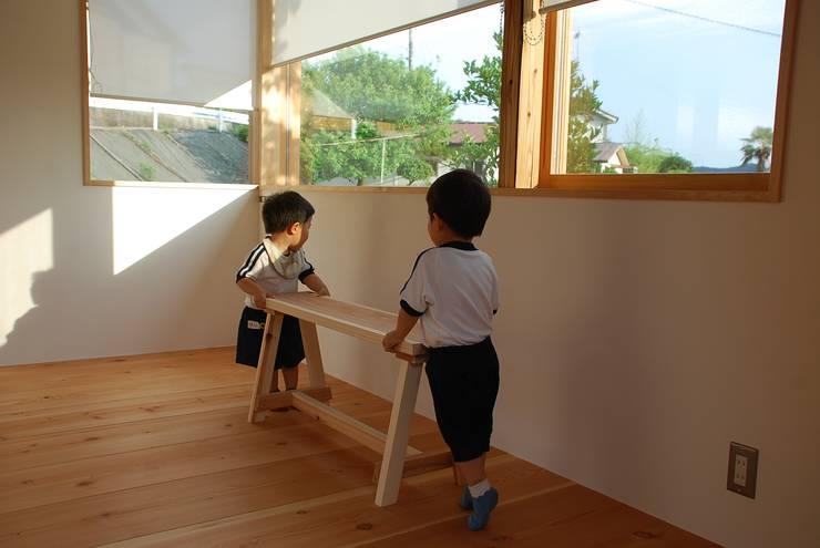 窗戶 by 丸菱建築計画事務所 MALUBISHI ARCHITECTS