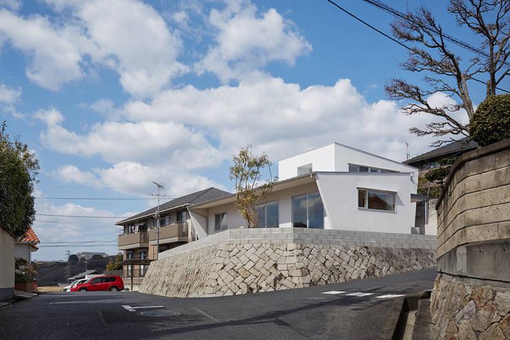 高台に建つ家: toki Architect design officeが手掛けた家です。,