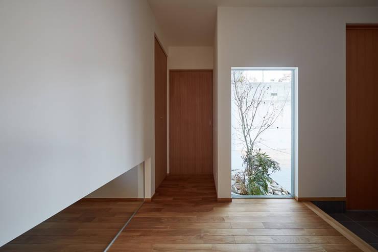 高台に建つ家: toki Architect design officeが手掛けた窓です。,