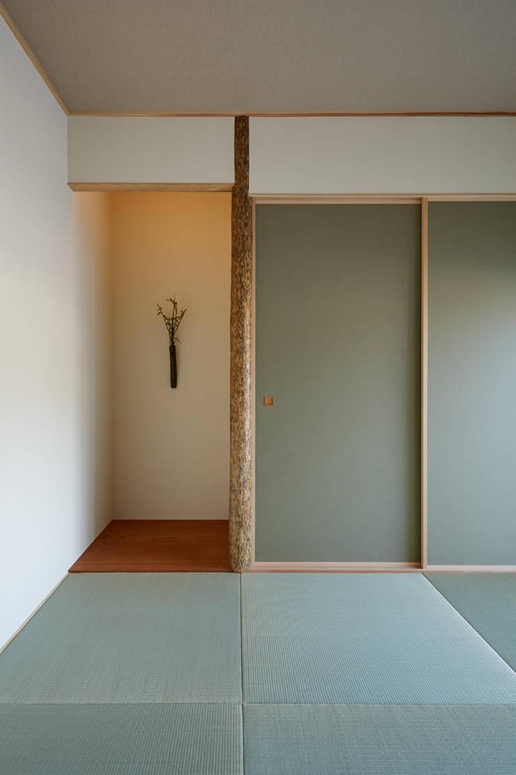 高台に建つ家: toki Architect design officeが手掛けた和室です。,