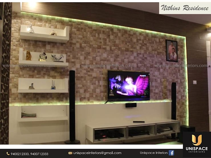 RESIDENCE VILLA APARTMENT INTERIORS -CONTEMPORARY INTERIORS- LIVING ROOM:   by UNISPACE INTERIOR