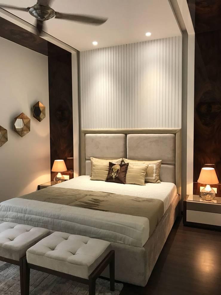Parents Bed Room : modern Bedroom by HM DESIGNZ