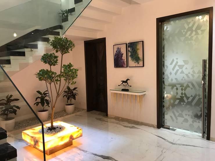 Foyer:  Corridor, hallway & stairs  by HM DESIGNZ