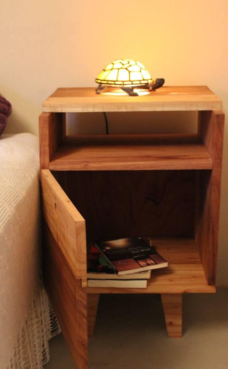 Mesa de luz  G1: Dormitorios de estilo  por Mupick Carpintería