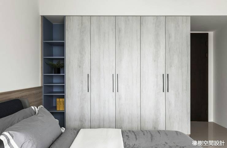 Phòng ngủ by 橡樹設計Oak Design