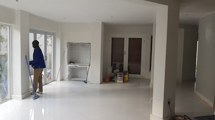 Renovation Naidoo:   by Rykon Construction