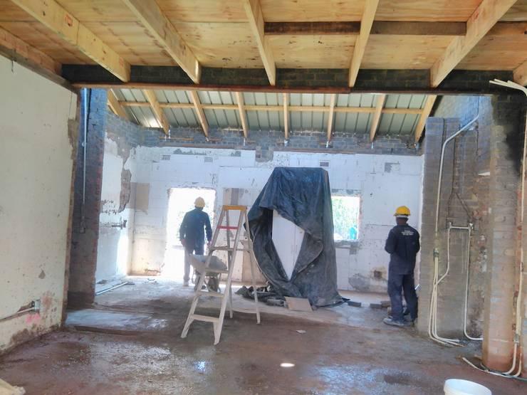Renovation Ravenscroft:   by Rykon Construction